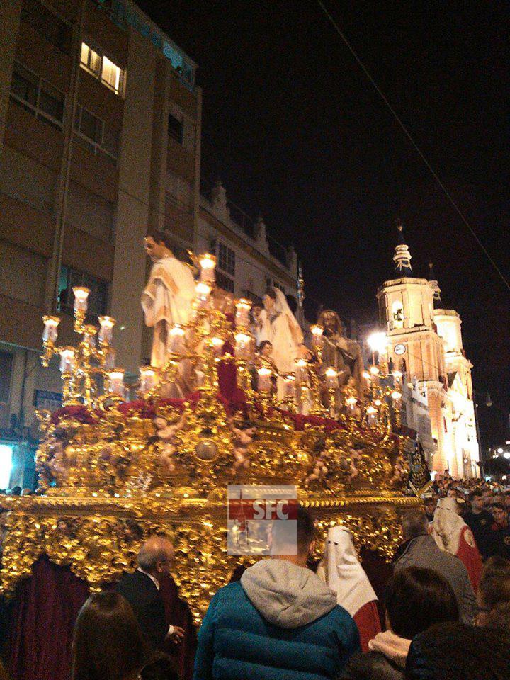 El paso de misterio del Ecce-Homo, tras volverse en calle Real para regresar a la Pastora. Fotografía: Miguel Ángel Sanz.